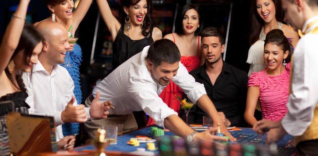 επιτυχημένο πάρτι με θέμα τον τζόγο και τα καζίνο